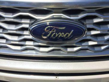 2016-ford-explorer-platinum-logo-1