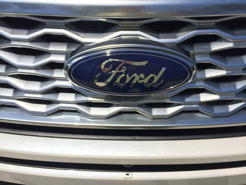 2016-ford-explorer-platinum-logo-1