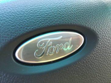 2016-ford-explorer-platinum-logo-2