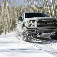 2017-f-150-ford-raptor-snow