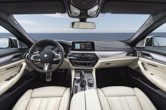 BMW M550i xDrive Sedan