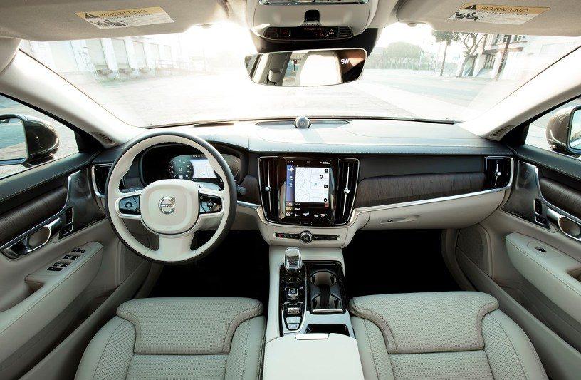 2021 Volvo S90 Recharge T8 eAWD Inscription